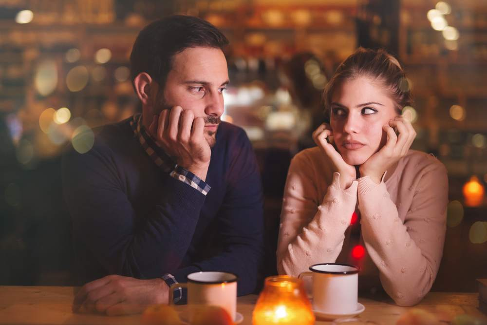 coppia in crisi al bar